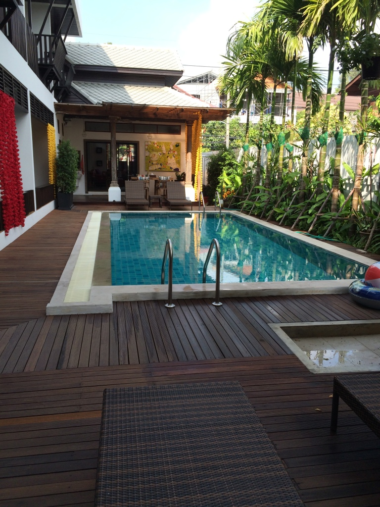 Tranquil pool area at Baan Huen Phen